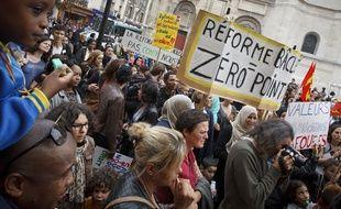 Aubervilliers le 03 octobre 2013. Manifestation des enseignants, parents d'eleves, eleves, animateurs et syndicats contre la reforme des rythmes scolaires mis en place debut septembre 2013.