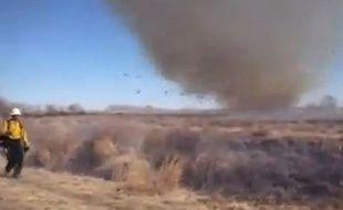 Une tornade se développe sur le lieu d'un incendie dans le Colorado