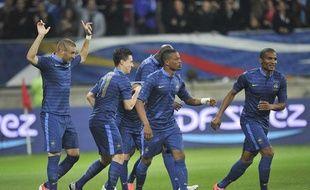 L'équipe de France fête le but de Karim Benzema en match amical contre l'Estonie, à la MM Arena du Mans, le 5 juin 2012.