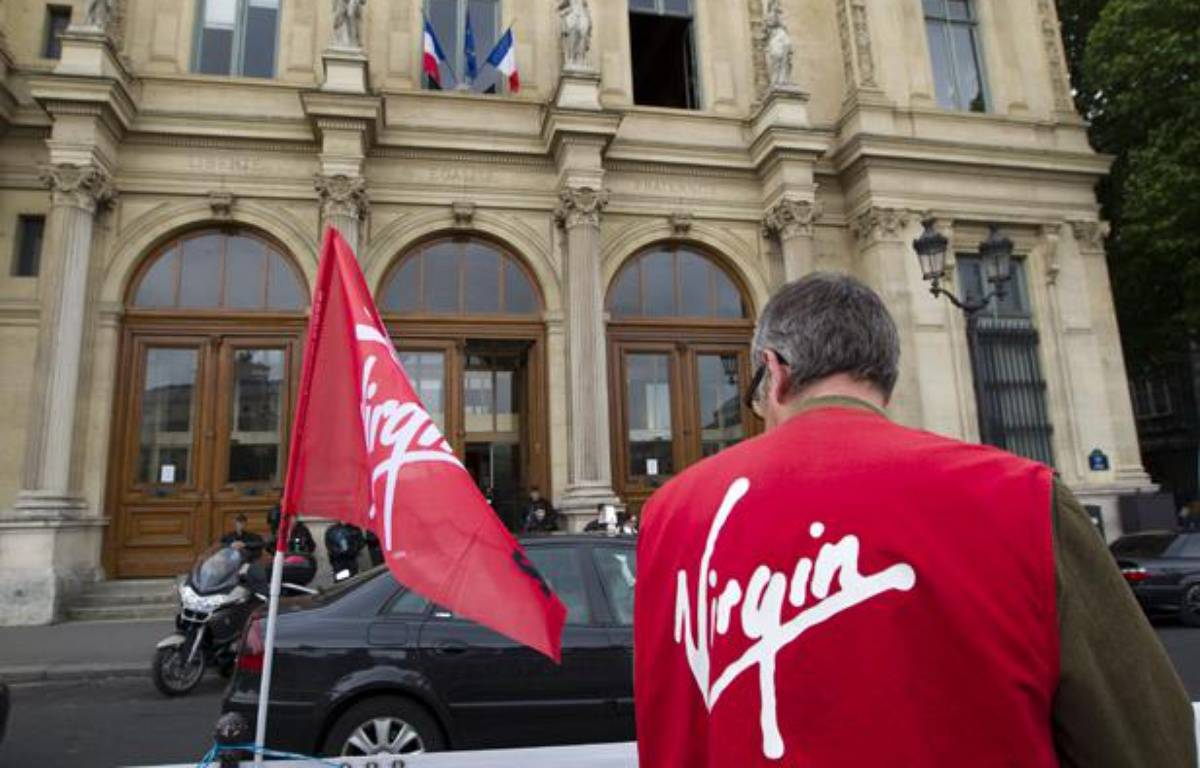 Un salarié de Virgin devant le tribunal de commerce de Paris, le 10 juin 2013. – V. WARTNER / 20 MINUTES