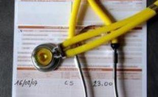 Les dépenses de santé ont atteint 206,5 milliards d'euros en France en 2007, une année marquée par l'accélération des dépenses en soins et médicaments, la France conservant son troisième rang des pays de l'OCDE les plus dépensiers en la matière.