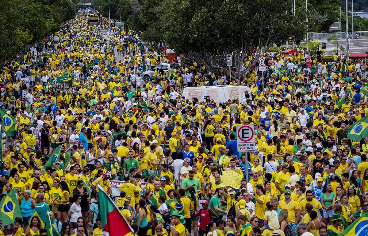 Des dizaines de milliers de manifestants contre Dilma Rousseff à Manaus, dans le nord du Brésil, le 13 mars 2016. – RAPHAEL ALVES / AFP