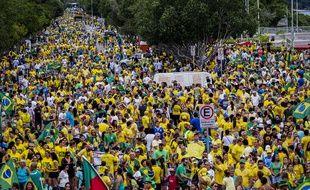 Des dizaines de milliers de manifestants contre Dilma Rousseff à Manaus, dans le nord du Brésil, le 13 mars 2016.