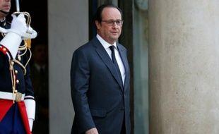 François Hollande sur le perron de l'Elysée le 19 avril 2016 à Paris