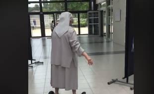 Soeur Fabienne a voté en hoverboard