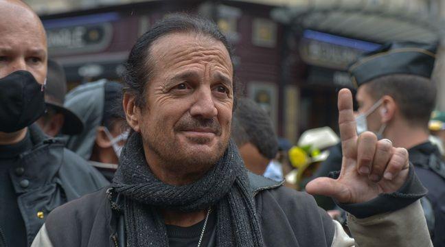Coronavirus : Francis Lalanne refuse de porter un masque dans le train, un agent de la SNCF porte plainte