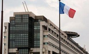 Le déficit de l'Etat français s'est creusé de 2,9 milliards d'euros fin février sur un an, à 27,1 milliards, essentiellement en raison du contrecoup d'une recette exceptionnelle perçue en 2012, affirme mardi le ministère du Budget dans un communiqué.