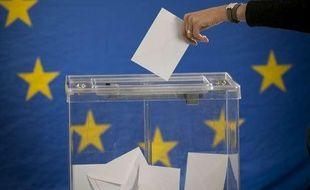 Illustration: Une électrice dépose un bulletin dans une urne devant le drapeau de l'Union européenne.