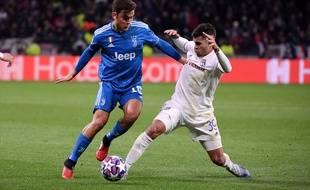 Bruno Guimaraes, qui intervient ici devant Paulo Dybala, a été l'une des principales satisfactions lyonnaises lors la grosse performance collective contre la Juve.