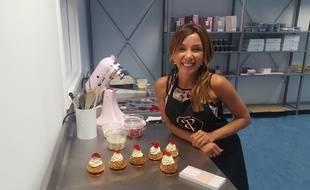 Finaliste du meilleur pâtissier en 2015, Anissa développe, en partenariat avec le CHU de Nîmes, un e gamme de chocolats sans sucre et confectionne des gâteaux très faible en glycémie.