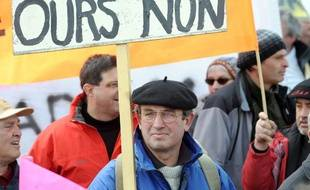 Manifestation le 13 mars 2010 à Tarbes contre la réintroduction d'ours dans le massif des Pyrénées.