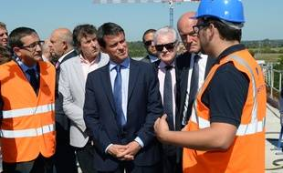 French Prime Minister Manuel Valls (C) visits the construction site of the viaduct of Dordogne in Saint-Romain-la-Viree on September 1, 2014. The viaduct of Dordogne is the high speed railway's longest structure and is expected to make way for a line that will link Paris to Bordeaux in just two hours and five minutes by the summer of 2017. AFP PHOTO/MEHDI FEDOUACH