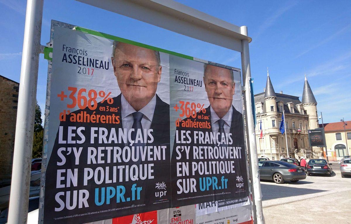 Affiches de l'UPR de François Asselineau en Isère – ALLILI MOURAD/SIPA