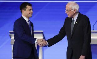 Pete Buttigieg et Bernie Sanders lors du débat télévisé du New Hampshire, le 7 février 2020.
