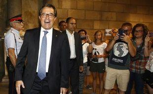 Le président de la Catalogne Artur Mas quitte son bureau à Barcelone, le 3 août 2015 après avoir signé un décret appelant à des élections régionales pour le 27 septembre 2015