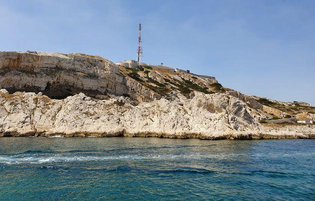 Trois sites disposent de générateurs de secours sur l'île : l'unique supérette, la ferme aquacole, et le site TDF visible ici