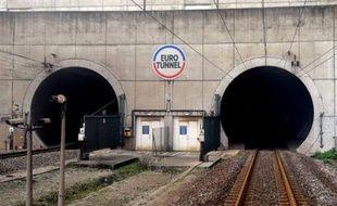 Le tronçon du tunnel sous la Manche ravagé par un violent incendie en septembre a rouvert lundi, autorisant un retour à la normale du service marchandises, a annoncé l'exploitant, la société Eurotunnel.