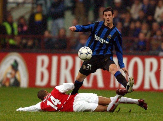 Jérémie Bréchet expliquant à Thierry Henry comment on défend en Italie, lors de saison à l'Inter Milan en 2003-2004.