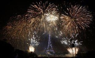 Tubes des années 70-80 et boule à facettes géante sous la Tour Eiffel, le feu d'artifice parisien du 14 juillet, admiré par plusieurs centaines de milliers de spectateurs, a illuminé la capitale au son du disco