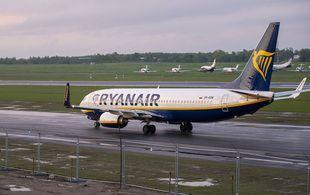 L'avion de Ryanair transportant la figure de l'opposition Roman Pratasevich qui voyageait d'Athènes à Vilnius et a été détourné vers Minsk après une alerte à la bombe, à l'aéroport international de Vilnius, en Lituanie, le dimanche 23 mai 2021.