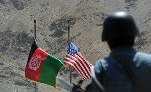 Un policier afghan assure la sécurité dans la vallée du Panjshir, en Afghanistan, le 24 juillet 2011.