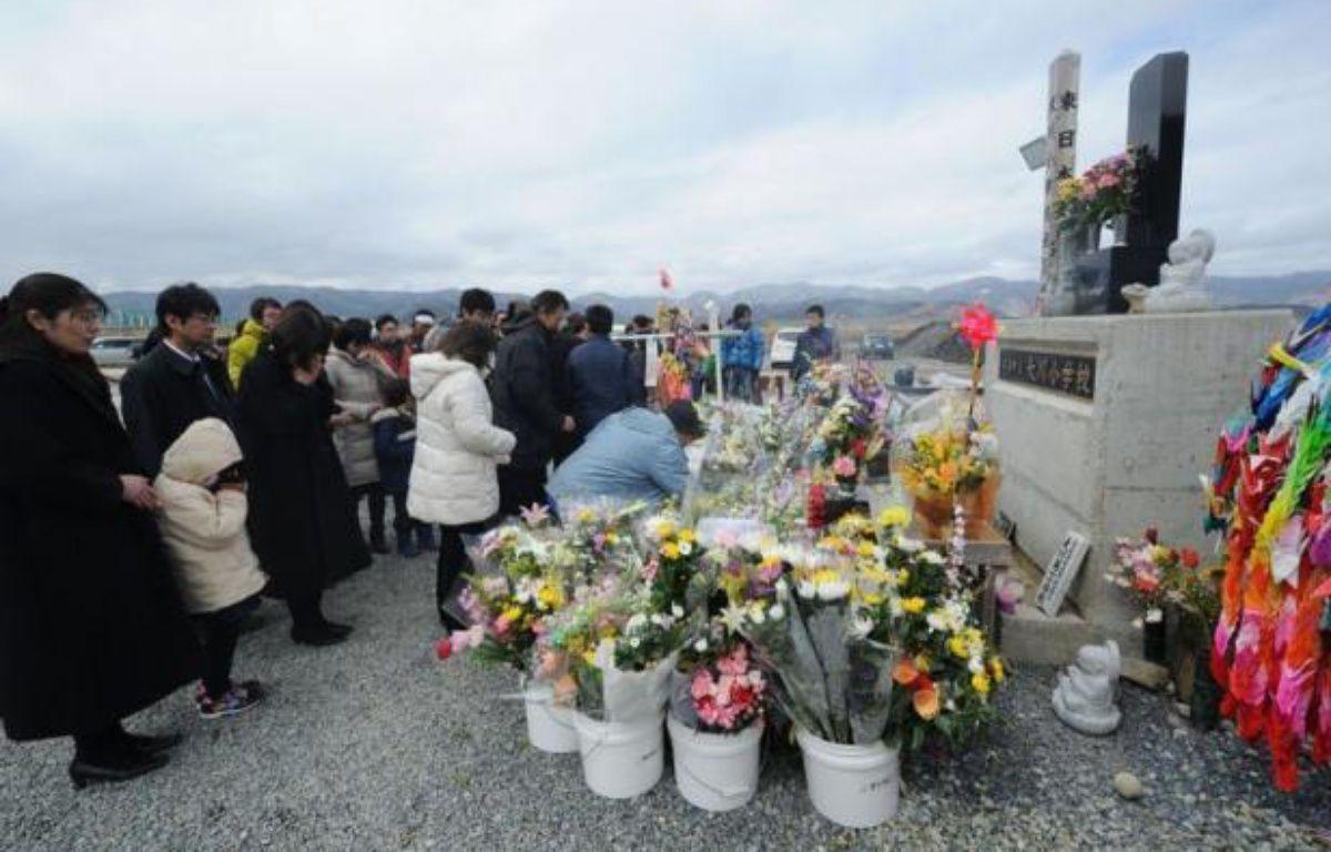 Le Japon a rendu hommage dimanche aux milliers de victimes du séisme et du tsunami qui ont ravagé il y a un an les côtes nord-est de l'archipel, provoquant la plus grave catastrophe nucléaire au monde depuis un quart de siècle. – Kazuhiro Nogi afp.com