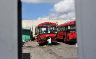 Au moins trente personnes sont mortes et quelque 50 blessées lundi lorsque le bus qui les transportait a basculé dans un ravin à San Martin Jilotepeque, dans l'ouest du Guatemala, ont rapporté les pompiers à l'AFP.