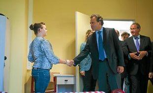 Luc Chatel (en h.) s'est rendu à l'internat de Noyon, hier.