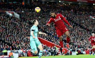 La défense d'Arsenal avait pris le bouillon contre Liverpool (ici Lichtsteiner face à Wijnaldum), le 29 décembre 2018.