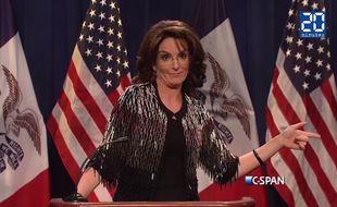 Capture d'écran du sketch de Tina Fey grimée en Sarah Palin.
