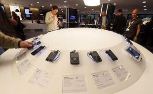 L'explosion des ventes de smartphones, dominée par Samsung et Apple, ne compense pas la baisse générale des ventes de téléphones portables dans le monde au troisième trimestre 2012, bien qu'il y ait des signes de reprise, selon une étude du cabinet Gartner publiée mercredi.