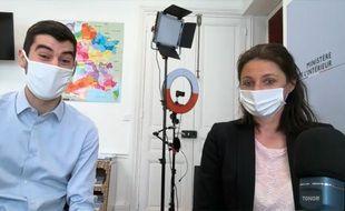 Vivien, jeune contractuel du ministère de l'Intérieur, et Camille Chaize, porte-parole du ministère de l'Intérieur, lors d'un stream Twitch le 29 avril.