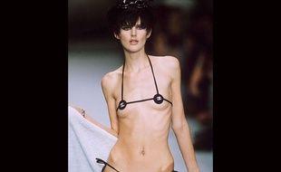 La tendance Ribcage Bragging consiste à poser en montrant ses côtes, serait-ce un retour de la maigreur sur Instagram ?