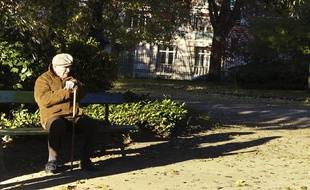 En cette période de confinement, près de 2,4millions des personnes qui vivent seules sont âgéesde 75 ans ou plus.