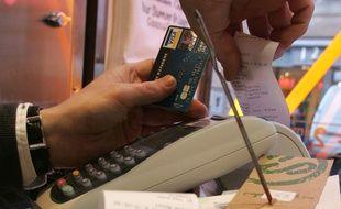 Le paiement des pourboires par carte bancaire va être encouragé par leur défiscalisation.