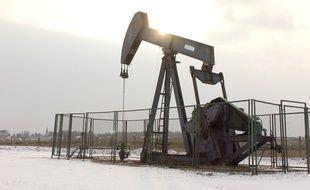 Un puits de pétrole en cours d'exploitation dans le Loiret.