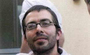 Sylvain Jouanneau, qui avait enlevé son garçon de 8 ans, Mathis, début septembre avant d'être retrouvé près d'Avignon il y a une semaine, a été transféré de la prison au CHU de Caen vendredi après avoir cessé de s'alimenter, a-t-on appris samedi auprès du parquet.