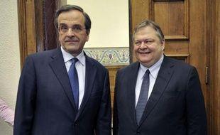 Les dirigeants socialiste et conservateur grecs, Evangélos Vénizélos et Antonis Samaras, ont repris vendredi matin des négociations cruciales, sous pression européenne, pour tenter de doter la Grèce d'un gouvernement, après un progrès enregistré jeudi en ce sens.