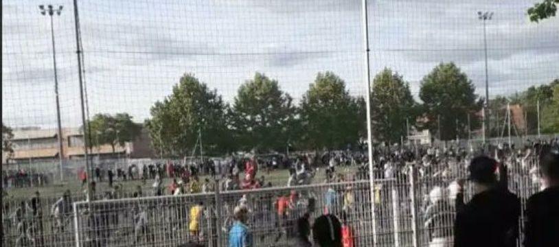 Entre 300 et 400 personnes se sont rassemblées dimanche au stade Paco-Matéo, dans un quartier de Strasbourg.