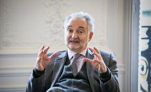 Jacques Attali dans ses bureaux en 2013.