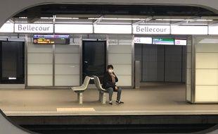 Illustration de confinement dans le métro à Lyon.