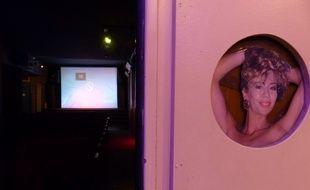 L'entrée de l'unique salle du cinéma X, le Beverley (2e arrondissement)