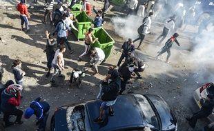 Des heurts ont éclaté dans le centre d'Alger entre manifestants et policiers, le 12 avril 2019.