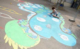 Un jeu réalisé par l'artiste Corinne Bandeiro de Mello dans une école de Montpellier.