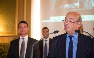 Le ministre de l'interieur Manuel Valls repondant a l'invitation de Jean  Germain maire de Tours pour l'inauguration de la ligne de Tramway a  Tours en août 2013.