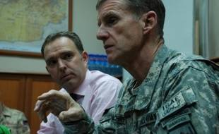 Le général McChrystal, commandant en chef des forces internationales en Afghanistan, Isaf, etle représentant civil de l'Otan, Mark Sedwill  le 24 février 2010 à Kaboul.