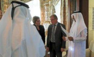 Jean-Pierre-Moure (au centre) en grande discussion avec de nouveaux partenaires.