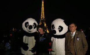 Le directeur général de WWF, Philippe Germa (d) et la présidente de WWF, Isabelle Autissier, le 29 mars 2014 à Paris