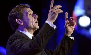 Au dernier jour de la campagne pour la présidentielle française, le socialiste François Hollande tient solidement sa position de favori face au sortant Nicolas Sarkozy, qui dit toutefois conserver un espoir d'éviter une défaite annoncée et a appelé à un sursaut.