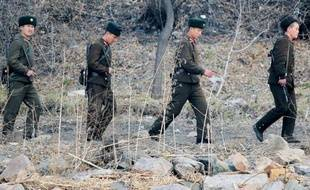 La Corée du Nord a franchi un énième palier dans sa politique de confrontation en annonçant avoir approuvé le projet d'opérations militaires contre les Etats-Unis, y compris d'éventuelles frappes nucléaires, suscitant de vives inquiétudes dans la communauté internationale.